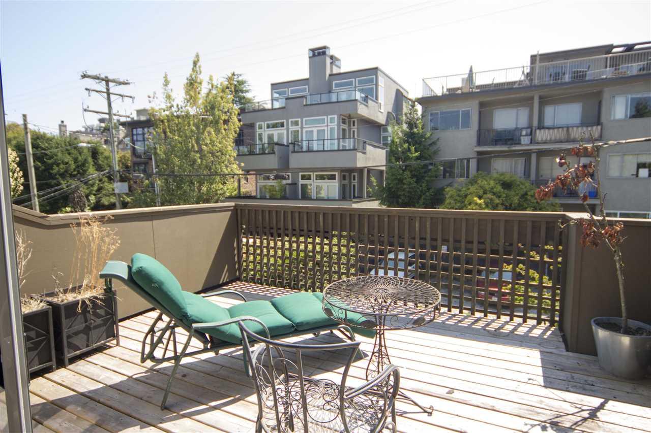 304 2458 YORK AVENUE - Kitsilano Apartment/Condo for sale, 1 Bedroom (R2394506)