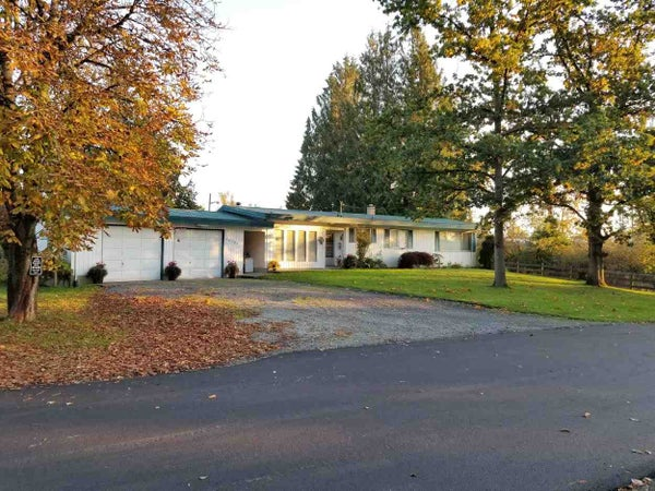 30189 OLD YALE ROAD - Aberdeen House with Acreage for sale, 4 Bedrooms (R2412392)