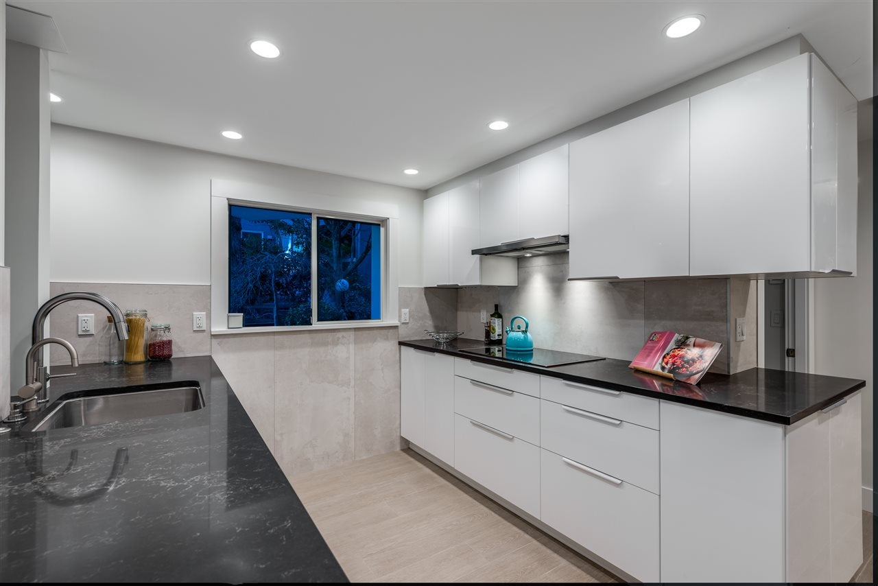 404 130 E 2ND STREET - Lower Lonsdale Apartment/Condo for sale, 2 Bedrooms (R2423141) - #11