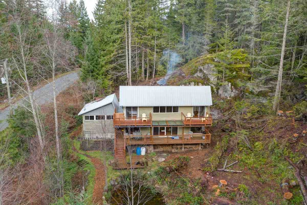 5768 LEANING TREE ROAD - Halfmn Bay Secret Cv Redroofs House with Acreage for sale, 2 Bedrooms (R2426129)