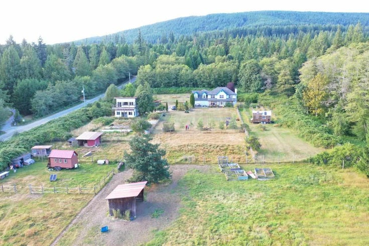 1668 SUNSHINE COAST HIGHWAY - Gibsons & Area House with Acreage for sale, 3 Bedrooms (R2438876)