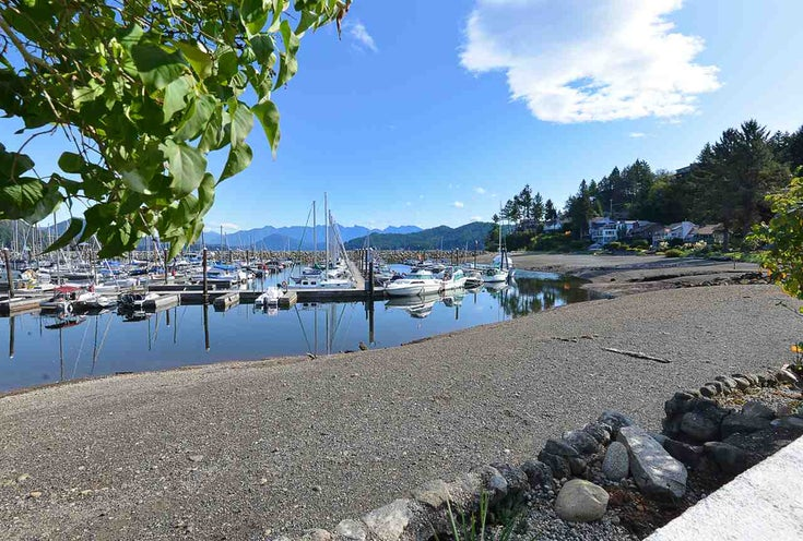 670 BAY ROAD - Gibsons & Area House/Single Family for sale, 8 Bedrooms (R2454491)