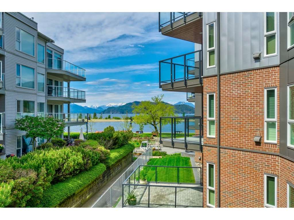 201 378 ESPLANADE AVENUE - Harrison Hot Springs Apartment/Condo for sale, 2 Bedrooms (R2455602)