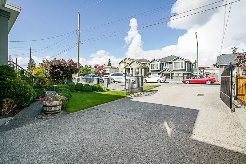 7744 18TH AVENUE - East Burnaby House/Single Family for sale, 6 Bedrooms (R2457943) - #37