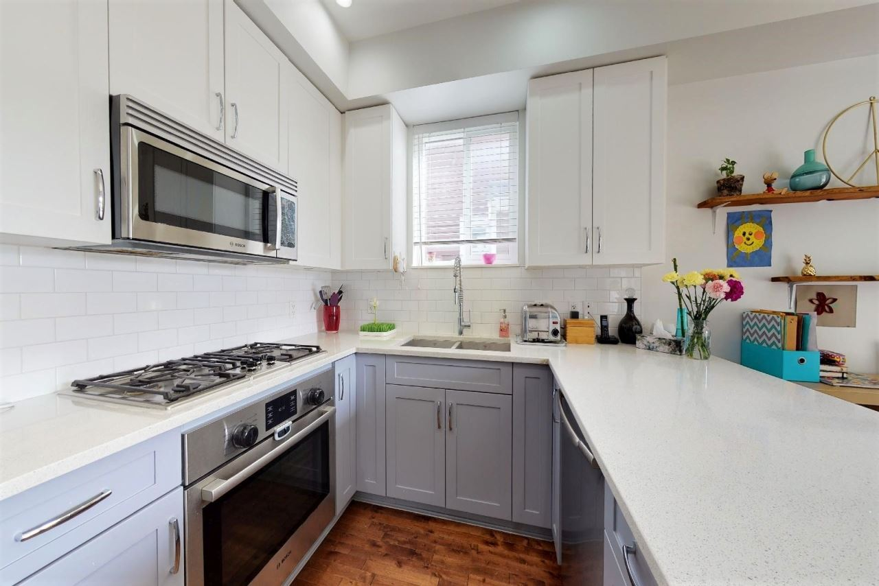 217 E 18TH STREET - Central Lonsdale 1/2 Duplex for sale, 4 Bedrooms (R2458566)