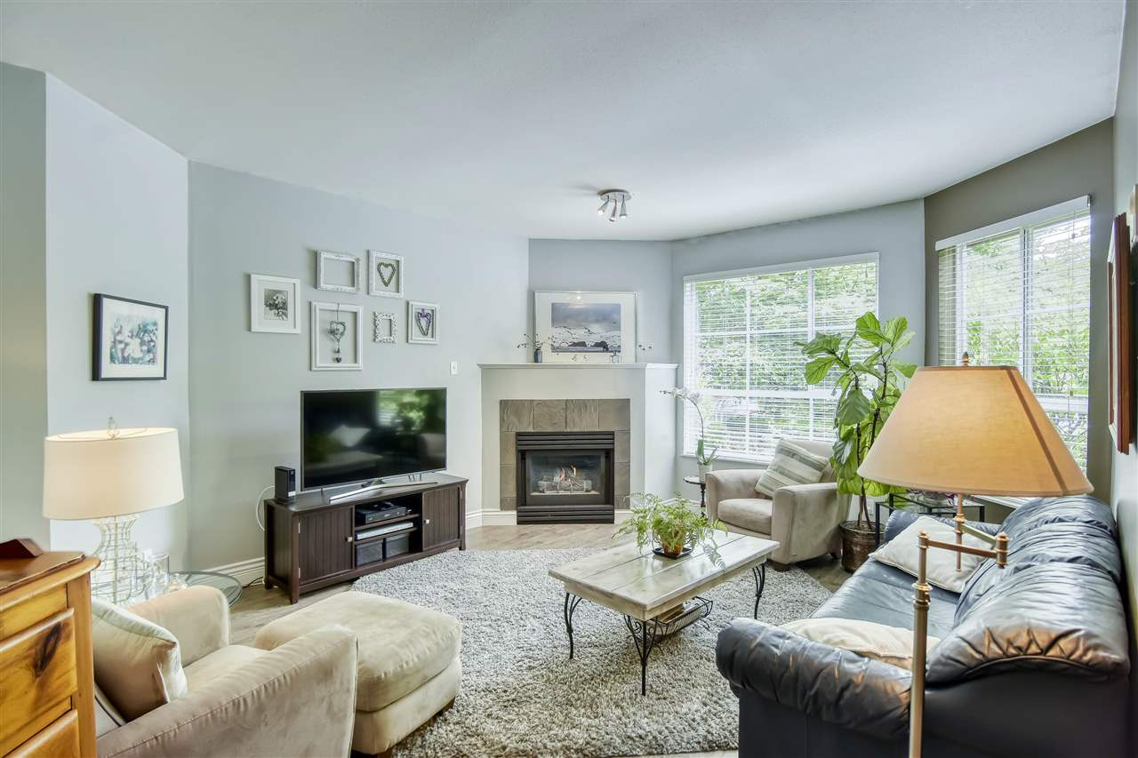 252 W 4TH STREET - Lower Lonsdale Townhouse for sale, 2 Bedrooms (R2467758) - #1