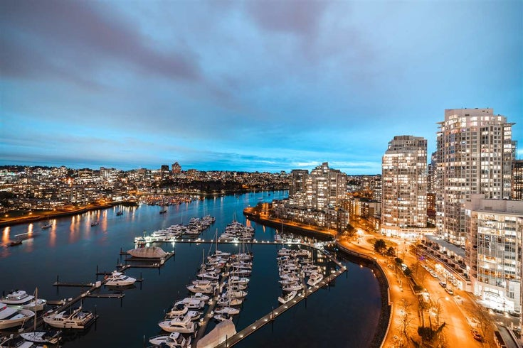 2302 1067 MARINASIDE CRESCENT - Yaletown Apartment/Condo for sale, 3 Bedrooms (R2468006)