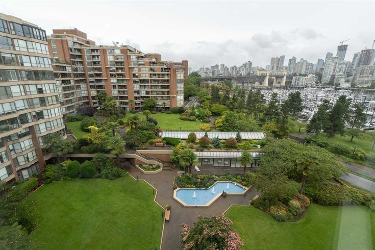 704 1490 PENNYFARTHING DRIVE - False Creek Apartment/Condo for sale, 1 Bedroom (R2473413)