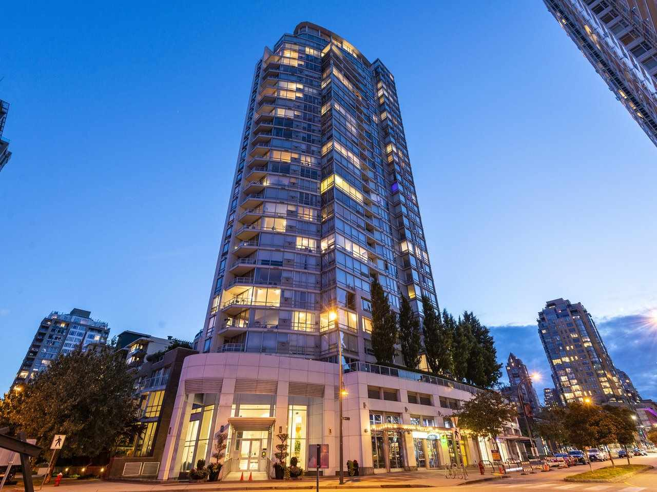 705 1201 MARINASIDE CRESCENT - Yaletown Apartment/Condo for sale, 3 Bedrooms (R2480191) - #1
