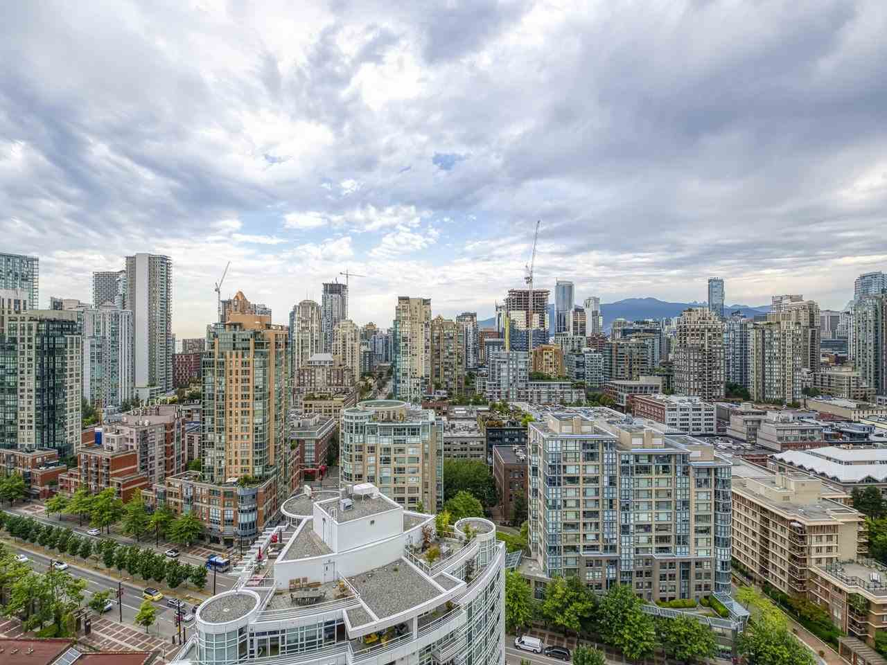 2905 1199 MARINASIDE CRESCENT - Yaletown Apartment/Condo for sale, 1 Bedroom (R2482109) - #1
