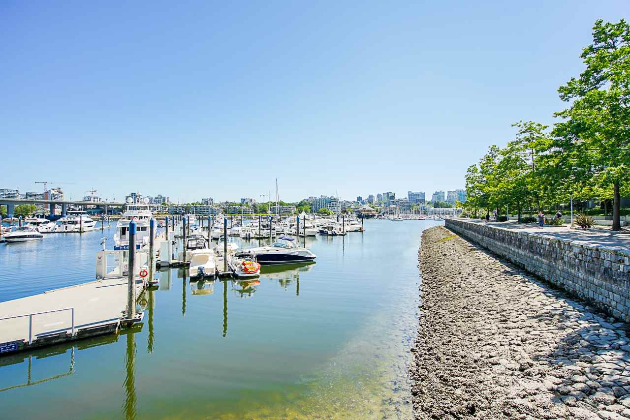 116 1228 MARINASIDE CRESCENT - Yaletown Townhouse for sale, 2 Bedrooms (R2482147) - #2