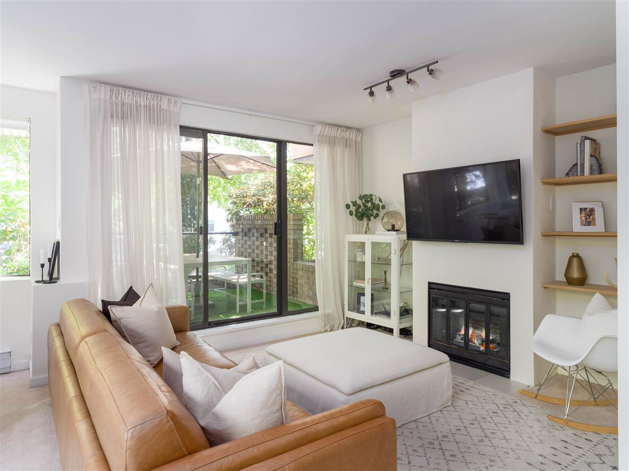 104 1702 CHESTERFIELD AVENUE - Central Lonsdale Apartment/Condo for sale, 2 Bedrooms (R2482500) - #1