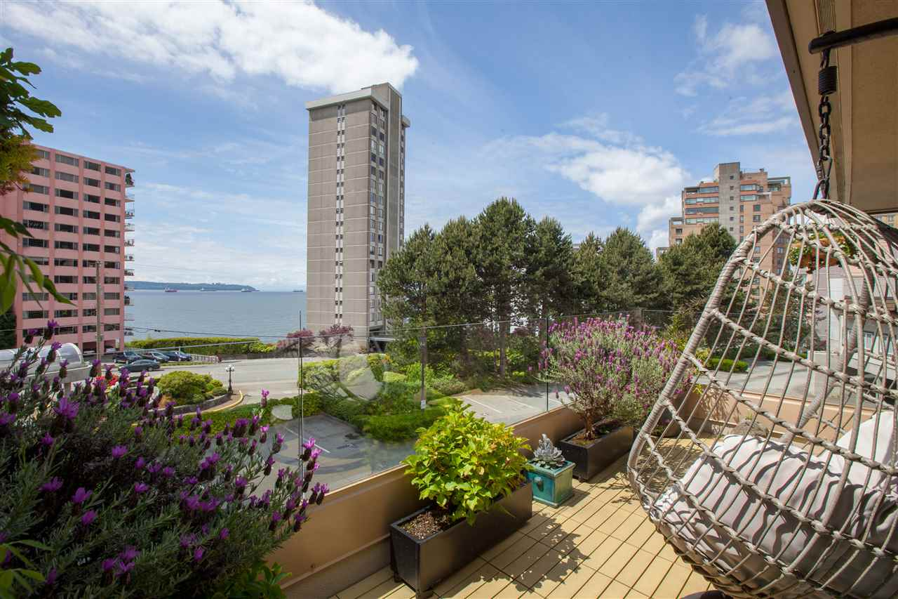 202 2202 MARINE DRIVE - Dundarave Apartment/Condo for sale, 2 Bedrooms (R2484885)