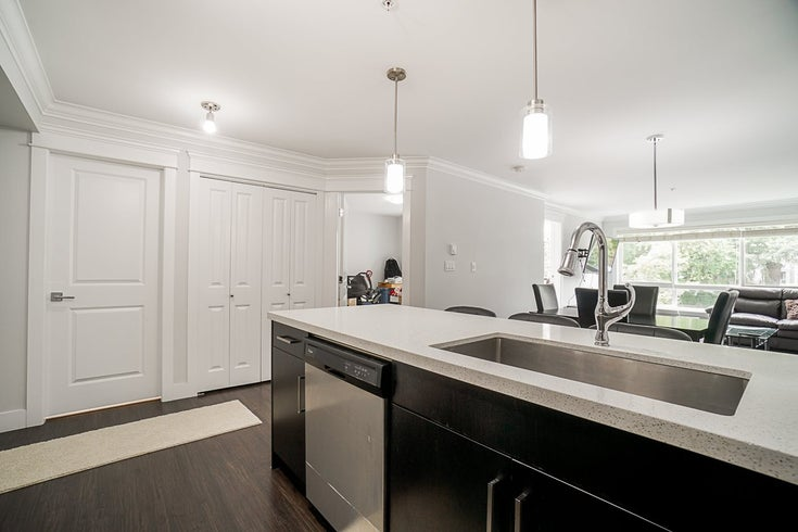 201 2268 SHAUGHNESSY STREET - Central Pt Coquitlam Apartment/Condo for sale, 2 Bedrooms (R2485600)