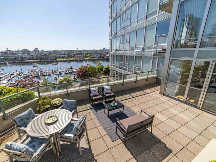 806 1228 MARINASIDE CRESCENT - Yaletown Apartment/Condo for sale, 3 Bedrooms (R2488849)