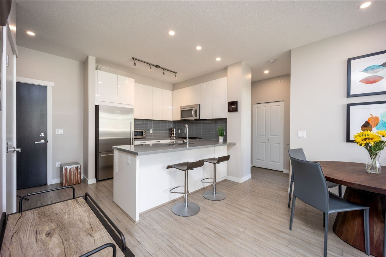 406 217 W 8TH STREET - Central Lonsdale Apartment/Condo for sale, 2 Bedrooms (R2493885)
