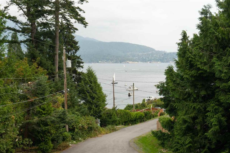 1156 SENATOR ROAD - Bowen Island House/Single Family for sale, 3 Bedrooms (R2495642)
