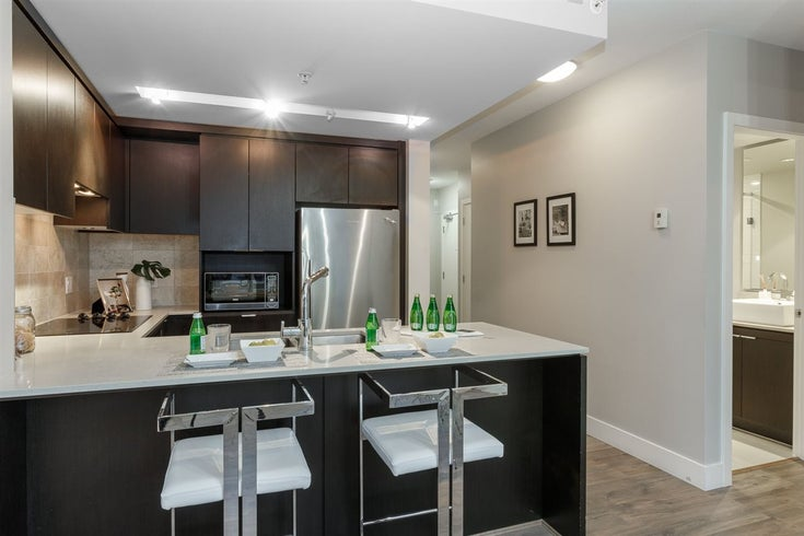 802 158 W 13TH STREET - Central Lonsdale Apartment/Condo for sale, 2 Bedrooms (R2495840)