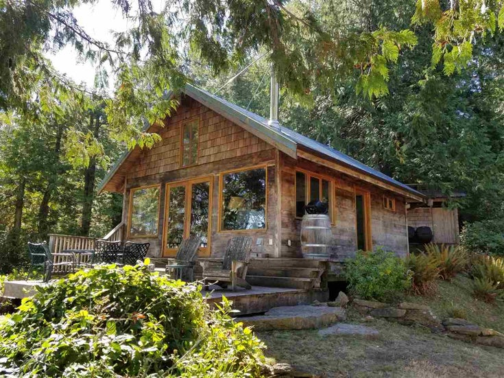 738 W STICKS ALLISON ROAD - Galiano Island House with Acreage for sale, 1 Bedroom (R2498167)
