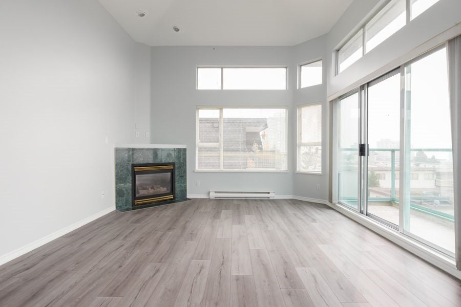 305 177 W 5TH STREET - Lower Lonsdale Apartment/Condo for sale, 2 Bedrooms (R2498781) - #1