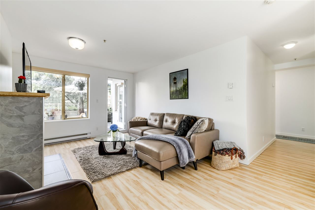 201 137 W 17TH STREET - Central Lonsdale Apartment/Condo for sale, 1 Bedroom (R2501305) - #1
