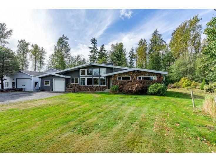 26915 48 AVENUE - Salmon River House with Acreage for sale, 3 Bedrooms (R2501939)
