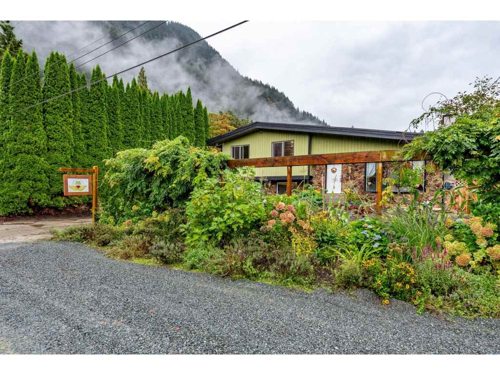 520 NAISMITH AVENUE - Harrison Hot Springs House/Single Family for sale, 3 Bedrooms (R2501990) - #1