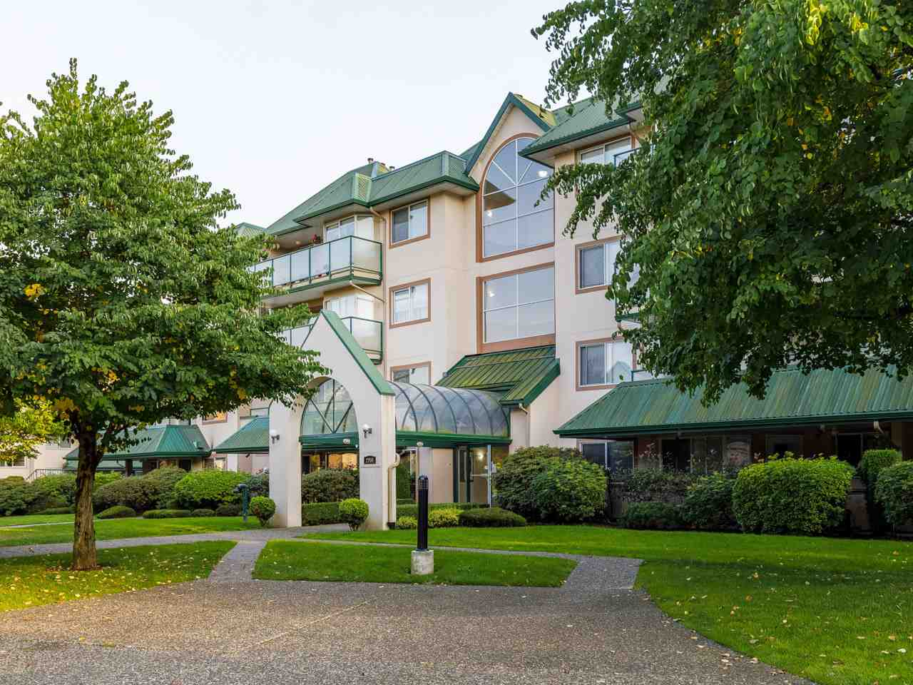 201 2958 TRETHEWEY STREET - Abbotsford West Apartment/Condo for sale, 2 Bedrooms (R2502444) - #1
