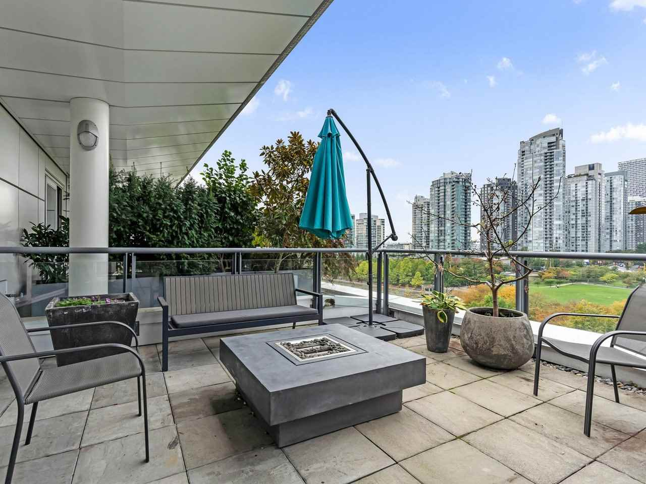 801 1383 MARINASIDE CRESCENT - Yaletown Apartment/Condo for sale, 3 Bedrooms (R2504775) - #1