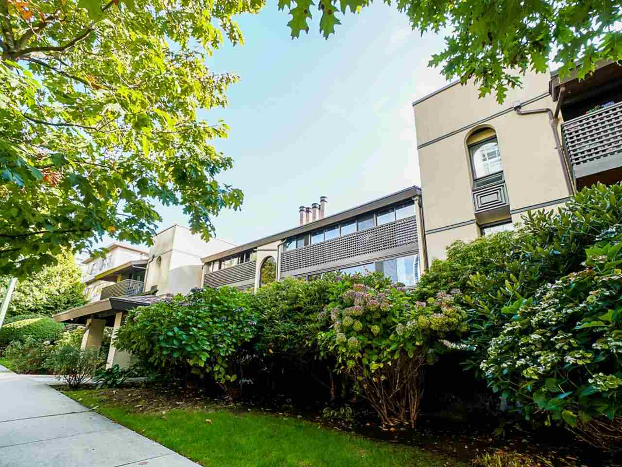302 141 W 13TH STREET - Central Lonsdale Apartment/Condo for sale, 1 Bedroom (R2507057) - #1