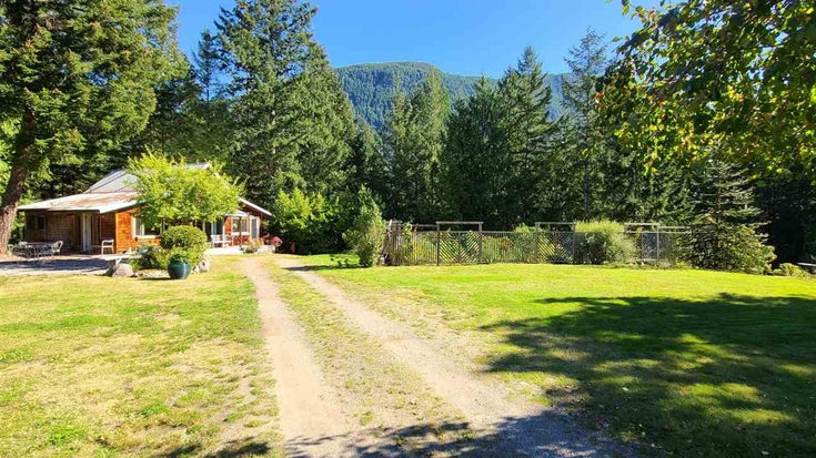 15366 HALLOWELL ROAD - Pender Harbour Egmont House with Acreage for sale, 1 Bedroom (R2507140)