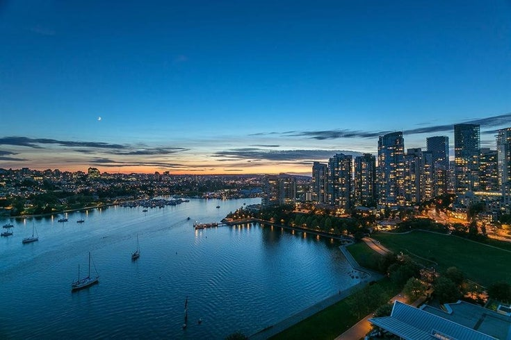 2201 1328 MARINASIDE CRESCENT - Yaletown Apartment/Condo for sale, 3 Bedrooms (R2507733)
