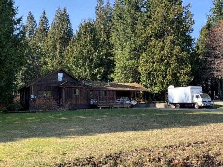1582 SUNSHINE COAST HIGHWAY - Gibsons & Area House with Acreage for sale, 4 Bedrooms (R2508634)