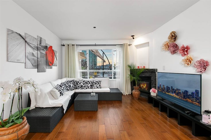 202 118 E 2ND STREET - Lower Lonsdale Apartment/Condo for sale, 2 Bedrooms (R2509675)