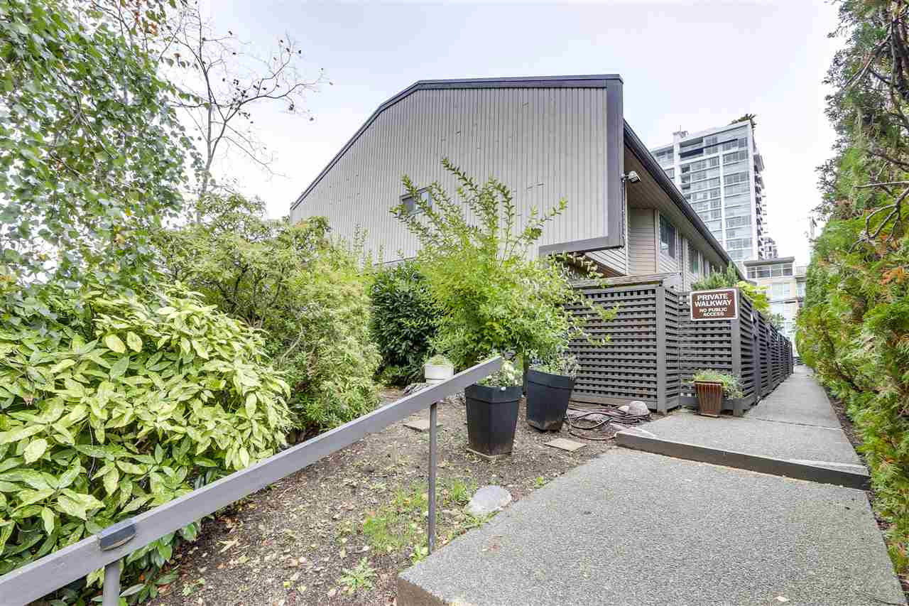 162 W 12TH STREET - Central Lonsdale Townhouse for sale, 3 Bedrooms (R2510079)