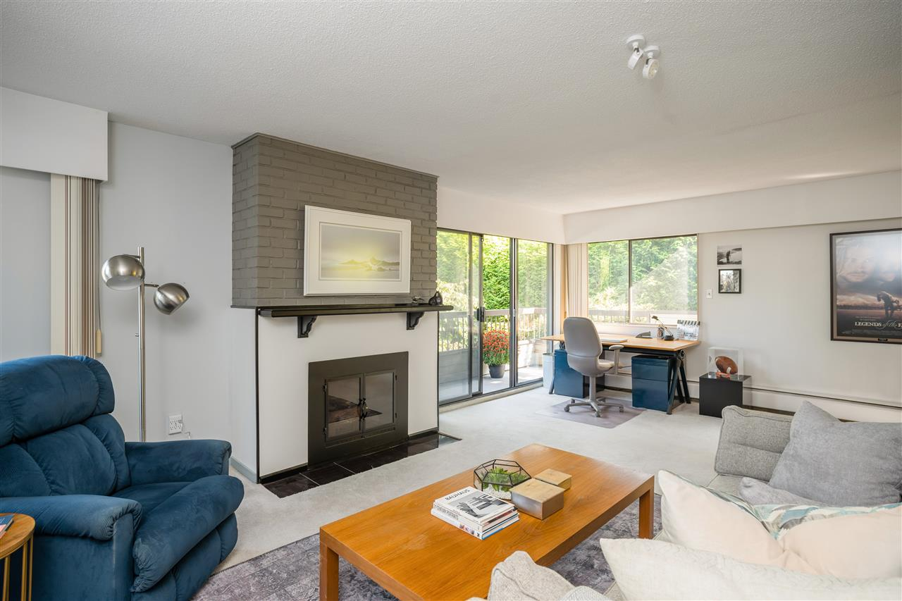 209 141 E 18TH STREET - Central Lonsdale Apartment/Condo for sale, 2 Bedrooms (R2510713) - #1
