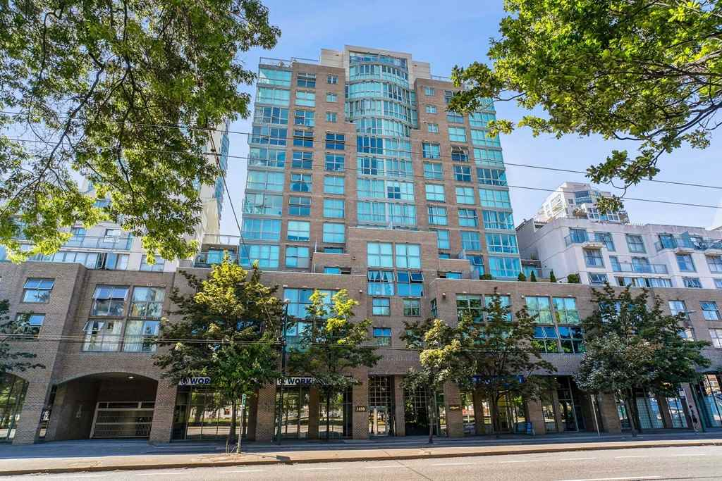 402 1159 MAIN STREET - Downtown VE Apartment/Condo for sale, 2 Bedrooms (R2511331)