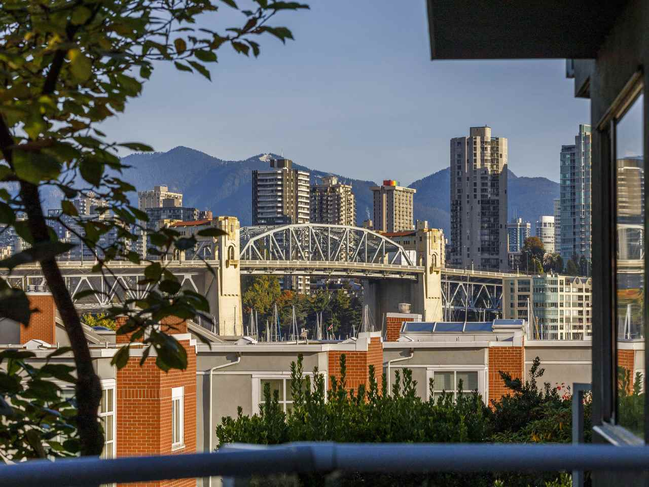 206 1530 MARINER WALK - False Creek Apartment/Condo for sale, 2 Bedrooms (R2512890) - #1