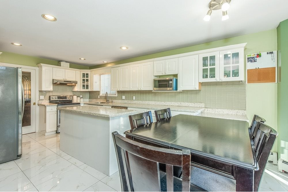 8338 156 STREET - Fleetwood Tynehead House/Single Family for sale, 6 Bedrooms (R2513891) - #11