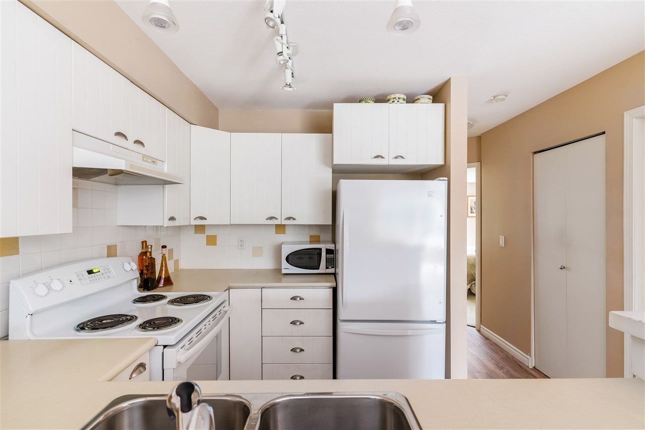 7 1015 LYNN VALLEY ROAD - Lynn Valley Townhouse for sale, 2 Bedrooms (R2515401) - #10