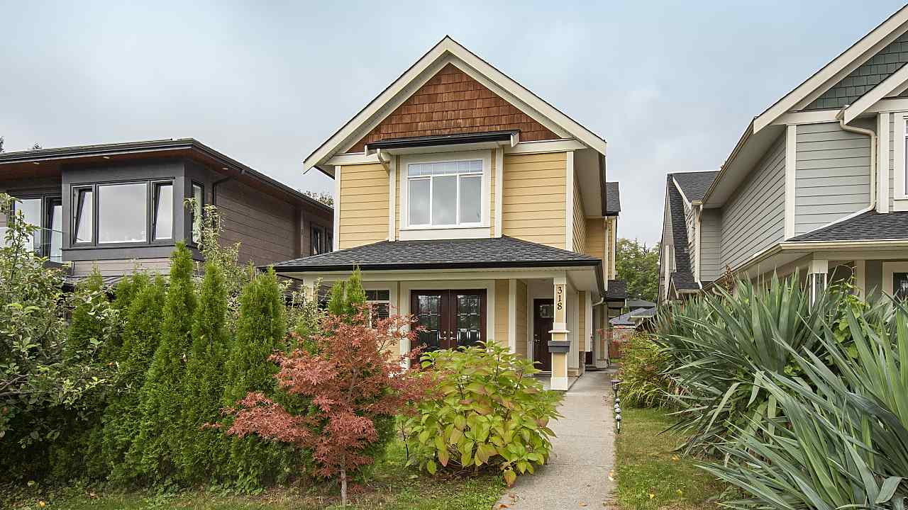 318 W 18TH STREET - Central Lonsdale House/Single Family for sale, 5 Bedrooms (R2516362)