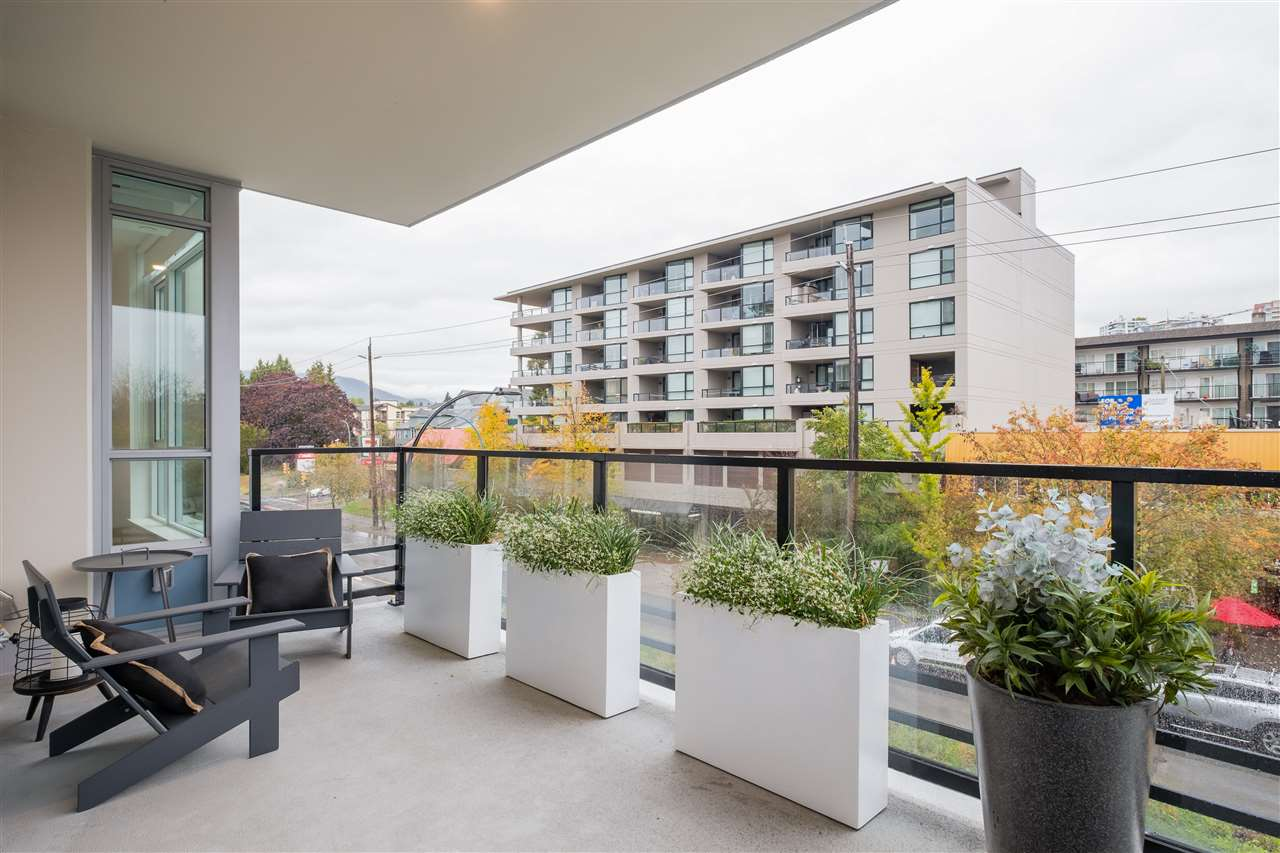 303 177 W 3RD STREET - Lower Lonsdale Apartment/Condo for sale, 2 Bedrooms (R2516741) - #25