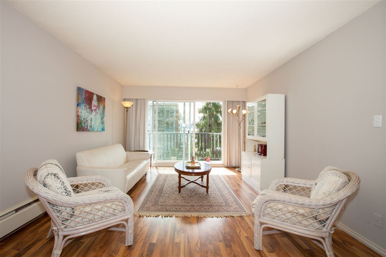 203 270 W 1ST STREET - Lower Lonsdale Apartment/Condo for sale, 2 Bedrooms (R2519319) - #1
