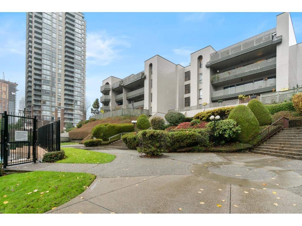 402 4941 LOUGHEED HIGHWAY - Brentwood Park Apartment/Condo for sale, 2 Bedrooms (R2520254)
