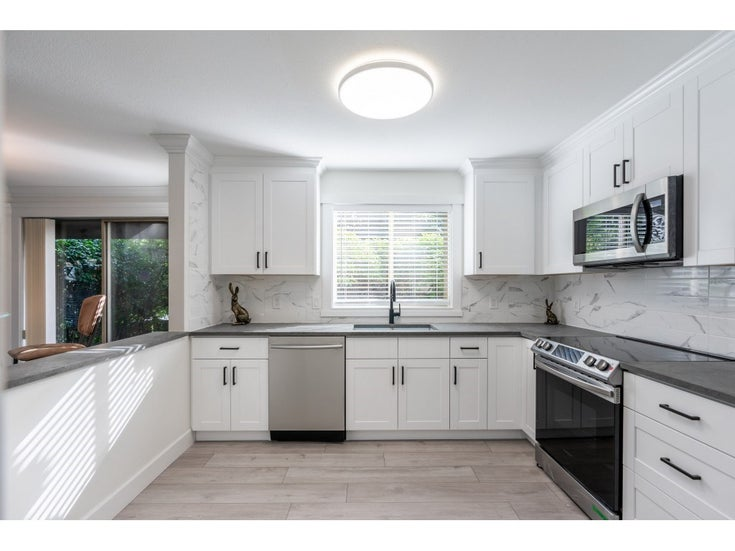 102 15440 VINE AVENUE - White Rock Apartment/Condo for sale, 2 Bedrooms (R2520396)