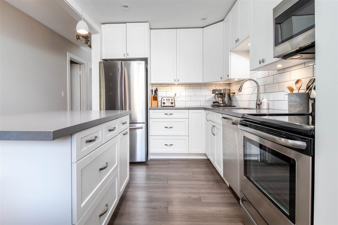 204 310 E 3RD STREET - Lower Lonsdale Apartment/Condo for sale, 2 Bedrooms (R2520439)