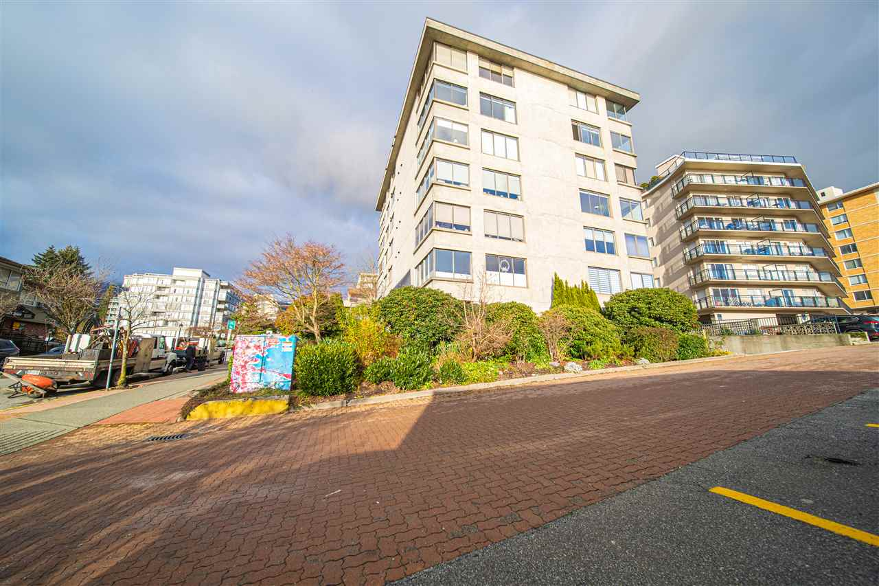 302 460 14TH STREET - Ambleside Apartment/Condo for sale, 2 Bedrooms (R2524807) - #2