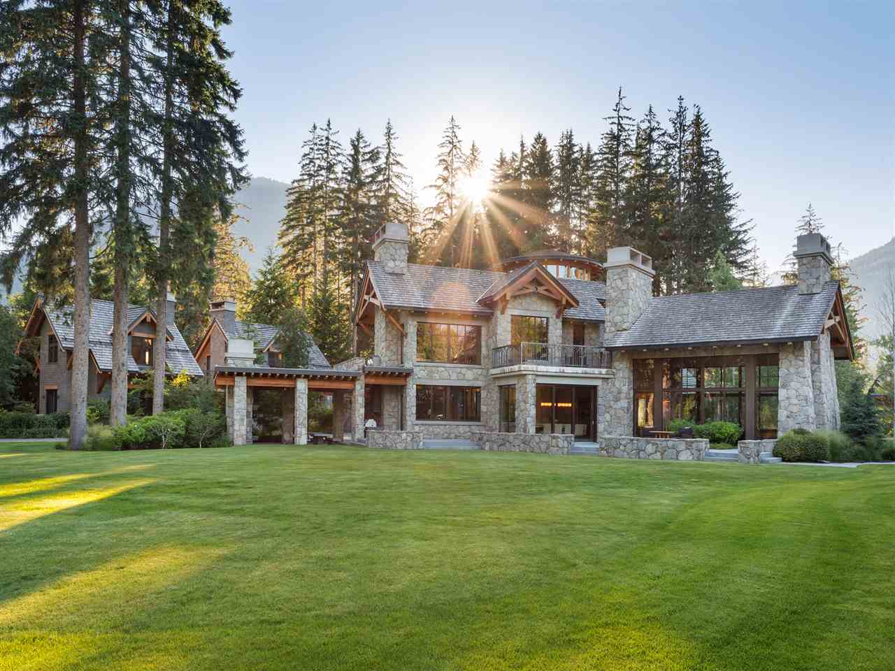 6715 CRABAPPLE DRIVE - Whistler Cay Estates House with Acreage for sale, 8 Bedrooms (R2525107)
