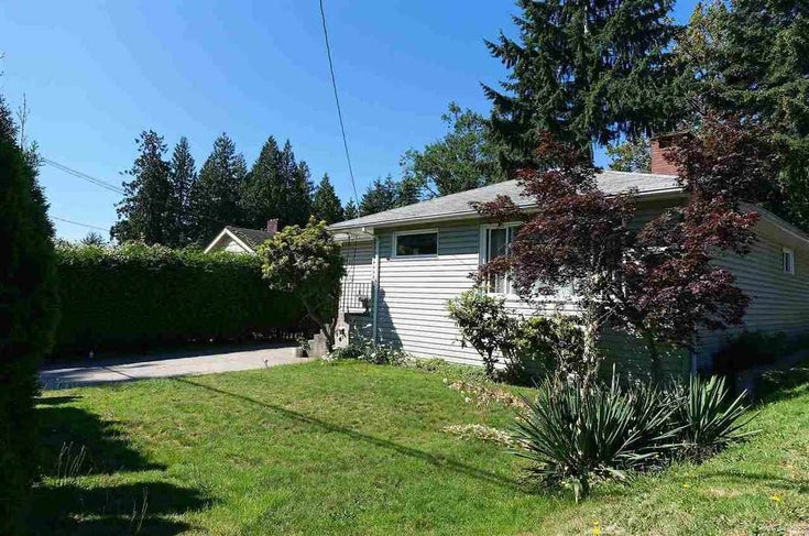 689 NORTH ROAD - Gibsons & Area House/Single Family for sale, 5 Bedrooms (R2525829)