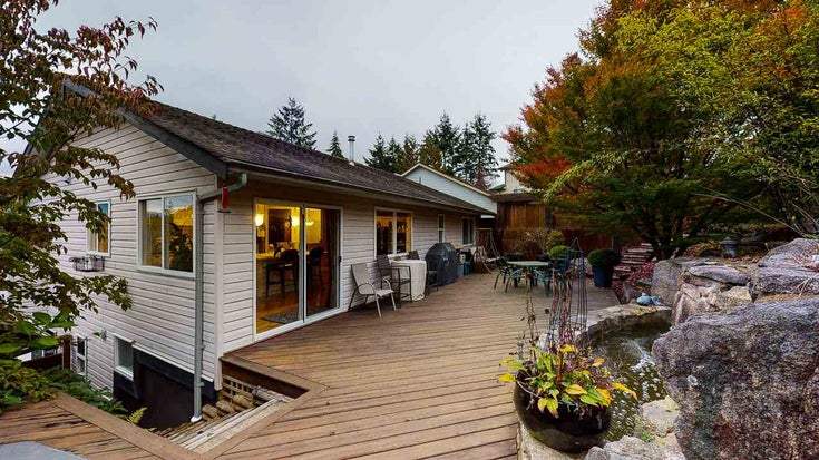 5827 MARINE WAY - Sechelt District House/Single Family for sale, 5 Bedrooms (R2525967)